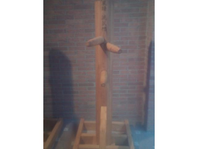 Wooden dummy vertical